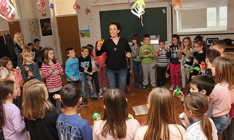 The U.S. Embassy, the American Corner Zadar, and Lela Kaplowitz, local jazz singer, reached out to elementary school kids from Nin [State Dept.]