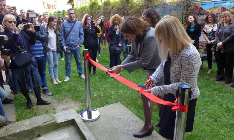 Ambassador Julieta Valls Noyes and the director of the Osijek City and University Library, Dubravka Padjen Farkaš, cut the ribbon [State Dept.]