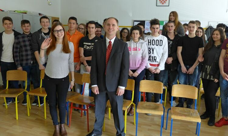 Eric Williams, Political Counselor, delivered another lecture about U.S. elections to high school students [State Dept.]