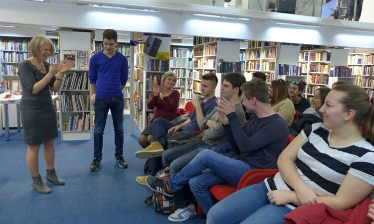 """Stephanie Olson, American professor, delivered a lecture on """"Women's Work in the U.S. - World War to Cold War"""" at the American Corner Zagreb [State Dept.]"""